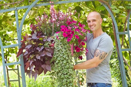 Hanging Baskets – prachtvolle Blütenkörbe fürs Freie